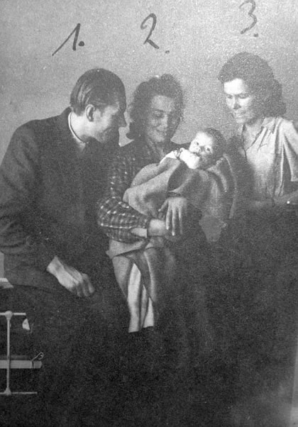 "Sec. Lt. Lucjan Ninkiewicz ""Wiktor"" (1) with his son (2) and his wife Wanda (3)."