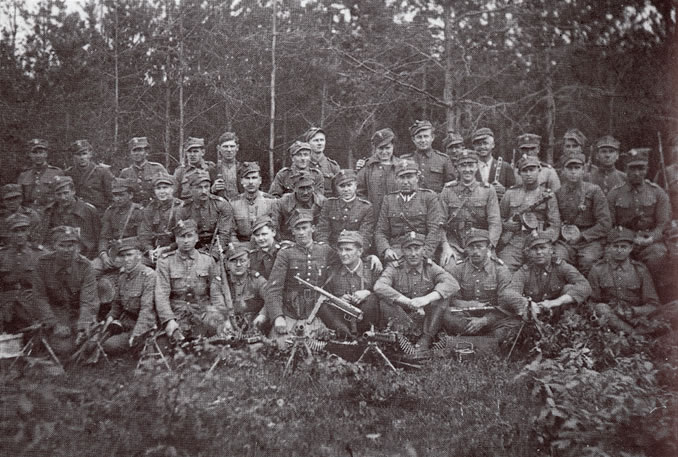 May 1945. PAS NSZ soldiers of the Lublin District from the division of Major Mieczyslaw 'Szary' Pazderski [seated in the middle row, above the soldier carrying an MP-40].