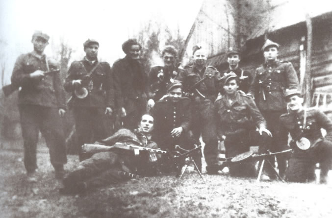 "Soldiers from the 2nd Company of "" ""Ogień's"" unit, commanded by Corporal Jerzy Laurman ""Abus""(kneeling in the middle) - 1946."
