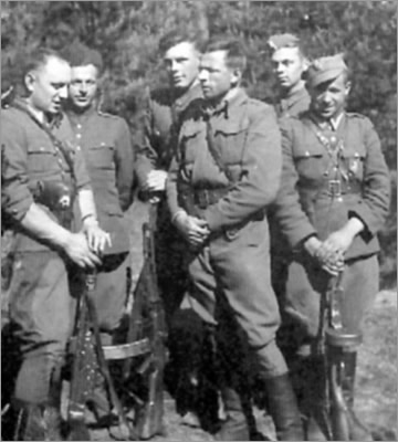 "Podlasie, presumably 1950, soldiers from the unit of Capt. Kazimierz Kamienski nom de guerre ""Huzar"", from the left: Sgt Lucjan Niemyjski nom de guerre ""Krakus"", on 22 August 1952, was surrounded by the UB-KBW operations group, and he committed suicide; Brzozowski noms de guerre ""Zbir"", ""Hanka"", died in the summer of 1952 in a battle with the KBW; Waclaw Zalewski nom de guerre ""Zbyszek"", murdered on 11 October 1953; 2nd Lt Witold Buczak nom de guerre ""Ponury"", died in battle with KBW forces on 28 May 1952; NN ""Jurek""; Eugeniusz Welfel nom de guerre ""Orzełek"", died in battle with KBW forces on 30 September 1950."