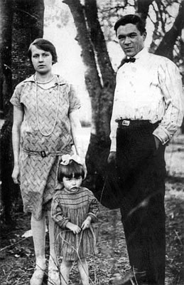 Janina Wasiłojć (Smoleńska) with her parents – Wilno area in 1928.